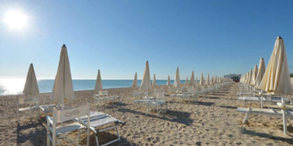 https://www.hotelsedonia.com/wp-content/uploads/2013/06/Hotel-vicino-spiaggia-a-cervia-1.jpg